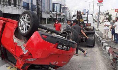 Terobos Lampu Merah, Mobil Tabrak Motor di Jalan Suryopranoto
