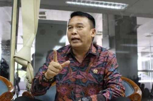 Anggota DPR Purnawirawan Jendral TB Hasanuddin Menduga KRI Nanggala-402 Gagal Retrofit