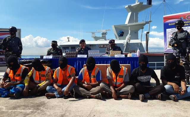 Keamanan Laut dan TNI AL Gagalkan Penyelundupan Rokok Senilai Rp5 miliar