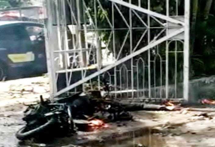 Bom Di Katedral Makassar Terjadi Saat Lalu Lintas Ramai