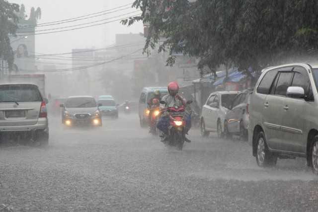 Hujan Lebat Sore Hingga Malam, 7 Titik di Bekasi Terendam Banjir