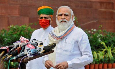 PM India Terima Suntikan Vaksin Buatan Dalam Negeri