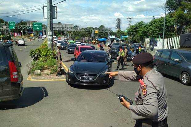 Polisi Putar Balik Ratusan Kendaraan Wisatawan yang Mau Masuk ke Palabuhanratu