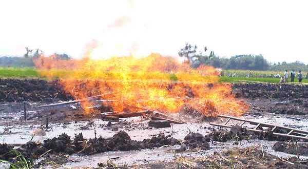 Warga Desa Segara Jaya Bekasi Geger Akibat Semburan Gas
