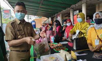 Borong Takjil,Wali Kota Pontianak : Ini Salah Satu Cara Bangkitkan Ekonomi Pedagang Kecil