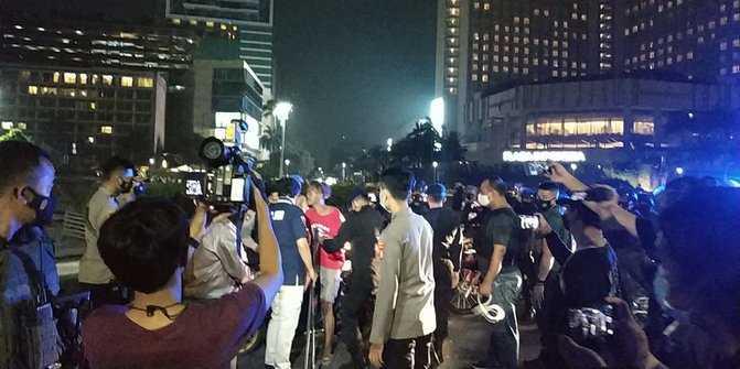 Bawa Ganja di Tengah Kerumunan Jakmania, Seorang Pemuda Diamankan Polisi
