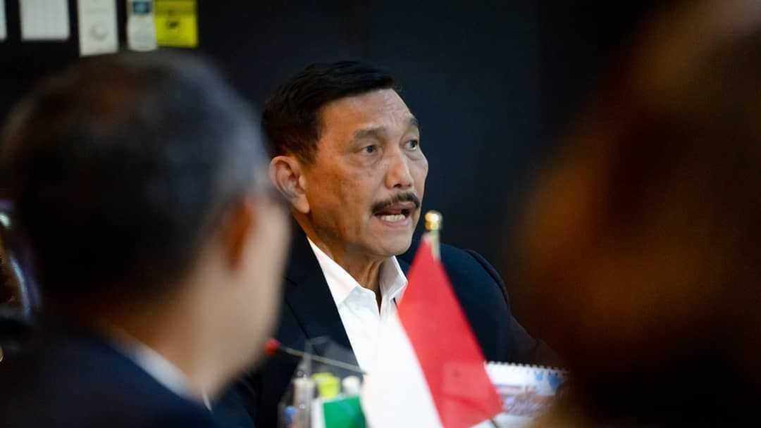 Menteri Luhut Minta Lulusan UNS Tak Pelit Membagi Ilmu