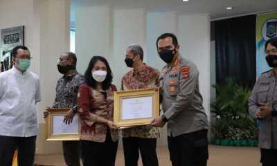 Jajaran Polda NTB, Terima Penghargaan Menteri PPPA