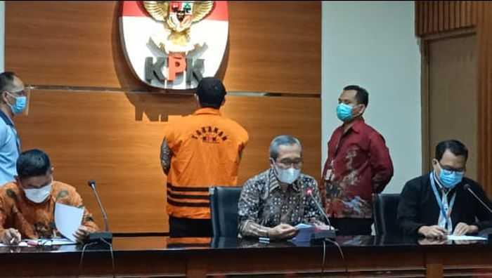 Jadi Tersangka, Bupati Bandung Barat Diduga Terima Rp1 Miliar dari Korupsi Bansos
