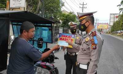 Dalam Operasi Keselamatan Toba 2021,Sat Lantas Polres Tanjungbalai Bagikan Masker Secara Gratis