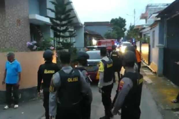 Densus 88 Geledah Rumah Milik Terduga Teroris di Purwokerto