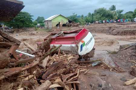 Pencarian Korban Bencana Flores Dihentikan,Besok Pagi Akan di Lanjutkan