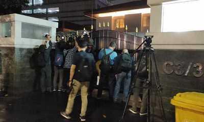 Geledah Rumdin Azis Selama 2 Jam, KPK Bawa Keluar Dua Koper