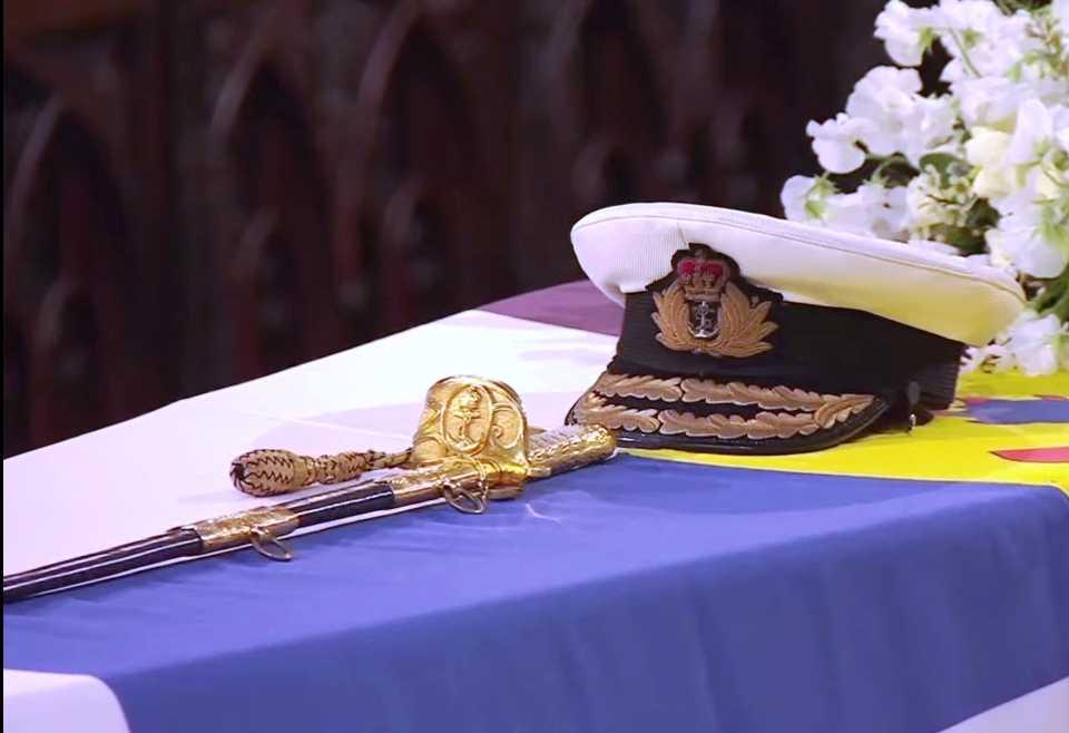 Topi dan Pedang Angkatan Laut Inggris di Letakkan di Peti Mayat Pangeran Philip
