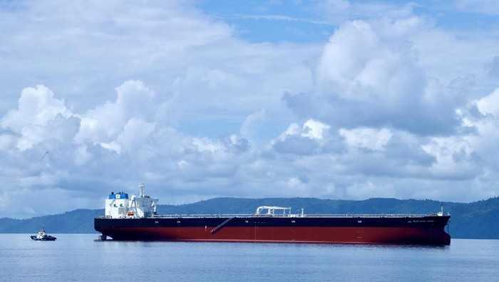 Kapal Tanker Raksasa VLCC Milik Pertamina Tiba di Indonesia