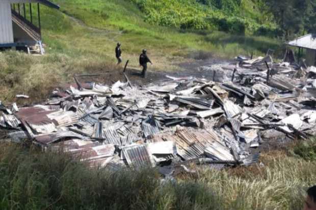 Makin Mengganas, kali Ini KKB Membakar Honai dan 3 Rumah Guru di kampung Dambet, Distrik Beoga Papua