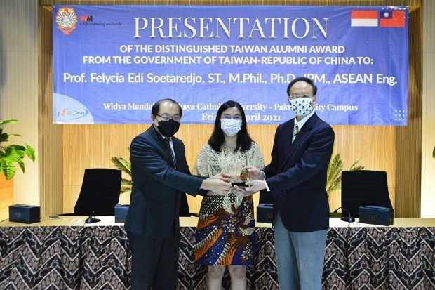 Profesor Felycia Edi Soetaredjo asal Indonesia Ini Dianugerahi Penghargaan Tertinggi di Taiwan