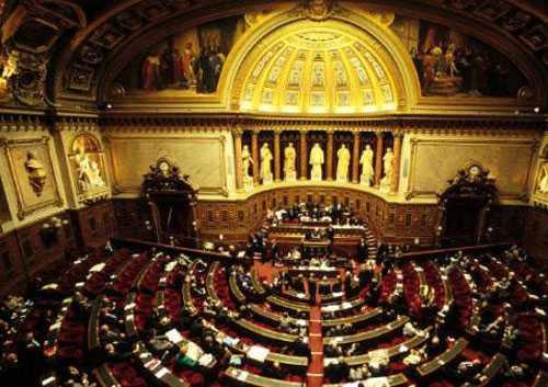 "Bahas RUU ""separatisme Islam "", Senat Prancis Setujui Larangan Salat di Kampus"