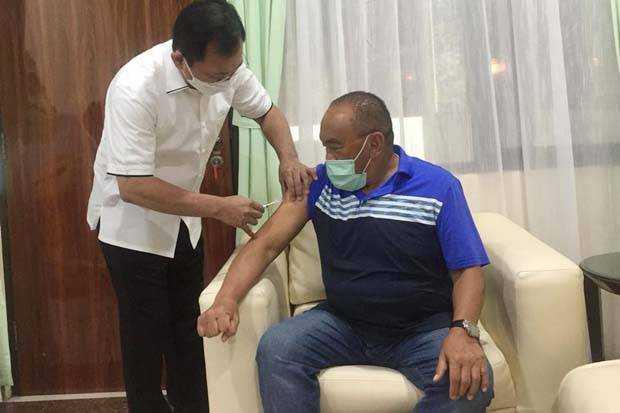 Uji Coba Jalan Terus, Mantan Menkes Dr Terawan Suntikkan Vaksin Nusantara ke Aburizal Bakrie