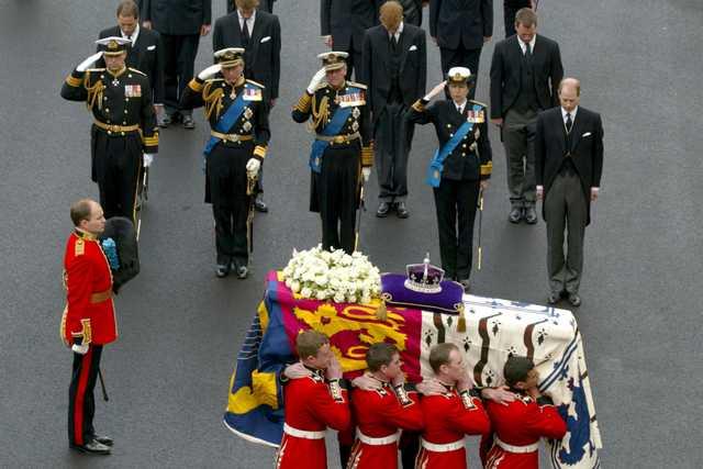 Pemakaman Pangeran Philip Berlangsung Dengan Cara Militer