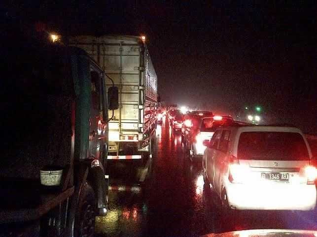 Ternyata Ini Penyebabnya Terjadi Kemacetan di Tol Cipularang Yang Sampai Mengular Hingga 7 Km