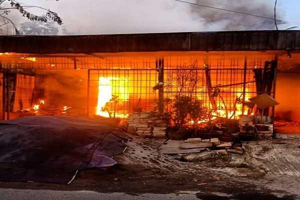 Diduga Akibat Korsleting Listrik, Rumah di Medan Terbakar