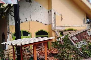Warga korban Gempa di Blitar Mengaku Belum Terima Bantuan
