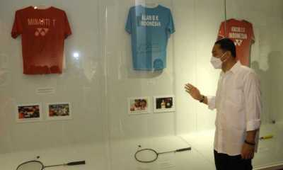 Alan Budikusuma dan Minarti Timur Sumbang Barang Bersejarah di Museum Olahraga Surabaya