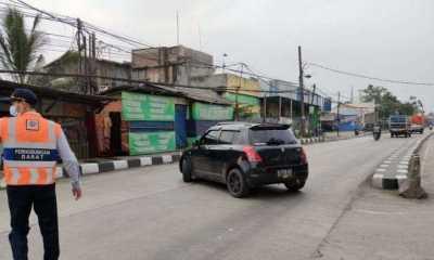 Hari Pertama Penyekatan, Ratusan Kendaraan Pemudik Diputar Balik di Karawang