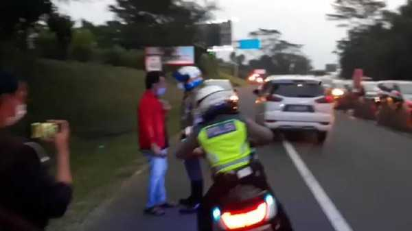 PSSI Pastikan Lelaki Bersitegang dengan Polisi di Video Viral Bukan Stafnya