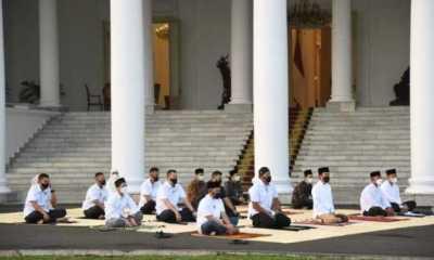 Presiden dan Ibu Negara Shalat Idul Fitri di Halaman Istana Bogor
