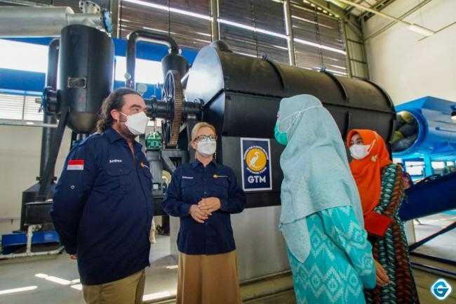 Wakil Gubernur NTB Resmikan Operasional Pabrik Pengolah Sampah Plastik Menjadi Solar