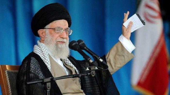 Ali Khamenei Terima Dosis Pertama Vaksin Lokal Iran
