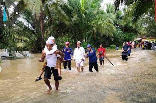 Banjir di Tanah Laut Kalsel, Akses Jalan Terputus