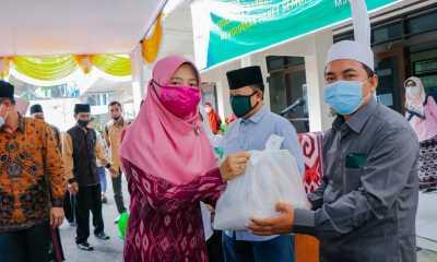 Ketua LKKS NTB Salurkan Bantuan Untuk Dhuafa Dan Fakir Miskin