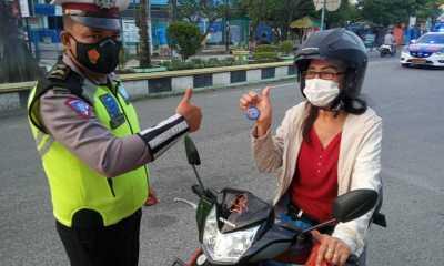 Taat Aturan Lalulintas dan Prokes,Sat Lantas Polres Tanjungbalai Berikan Reward