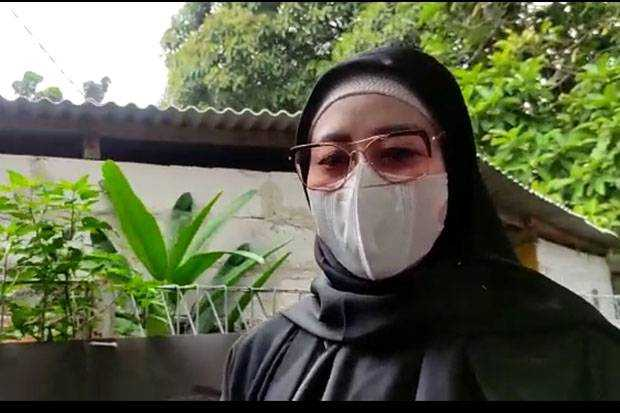 Iis Rosita Kunjungi Suaminya Edhy Prabowo Ke Rutan KPK Dengan Membawa Makanan Lebaran