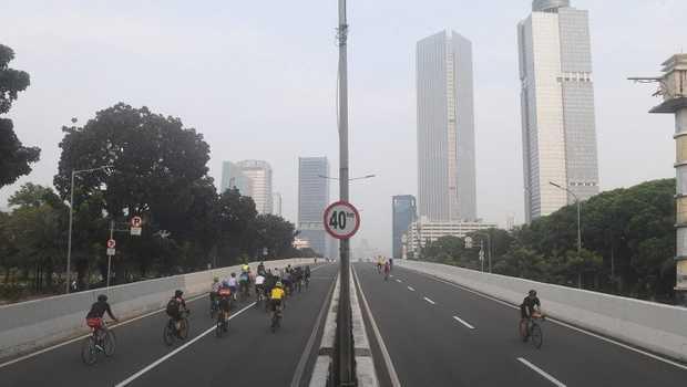 Pemprov DKI Bakal Buat Jalur Permanen Sepeda Road Bike di JLNT Kampung Melayu-Tanah Abang