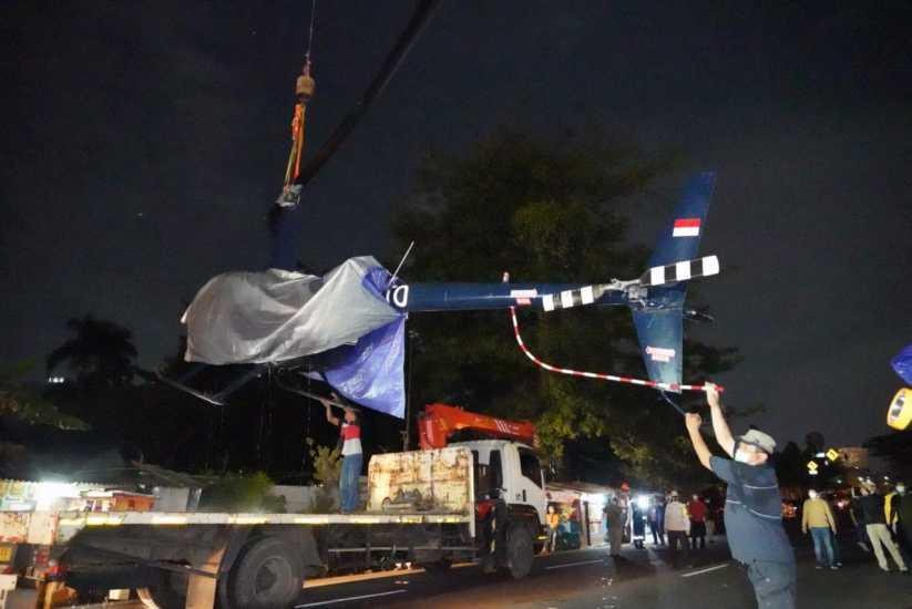 KNKT Berhasil Angkat 'Bangkai' Helikopter Latih yang Jatuh di-Cibubur