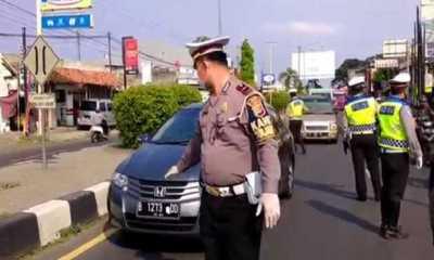 Hari Ini Polres Cirebon Mulai Lakukan Penyekatan, Ratusan Kendaraan Pemudik Berpelat Jabodetabek Diputar Balik