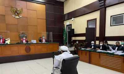 Habib Rizieq Dituntut 10 Bulan Penjara