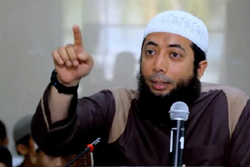 Ustaz Basalamah Klarifikasi Potongan Video Ceramah Dirinya Larang Nyanyikan Indonesia Raya