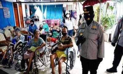 Jelang HUT Bhayangkara ke-75, Polri Sebar Ratusan Sembako ke Panti Jompo di Bekasi