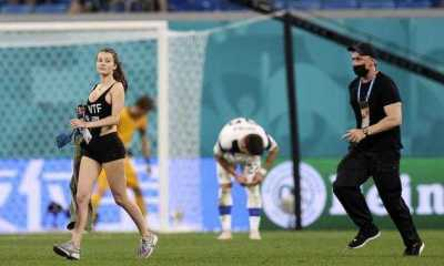 Pertandingan Finlandia Melawan Belgia Sempat Terhenti Gegara Wanita Cantik Menyusup ke tengah Lapangan