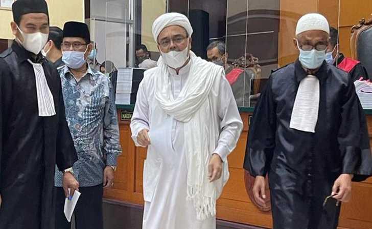 Hakim Jatuhkan Vonis 4 Tahun Penjara Terhadap Rizieq Shihab