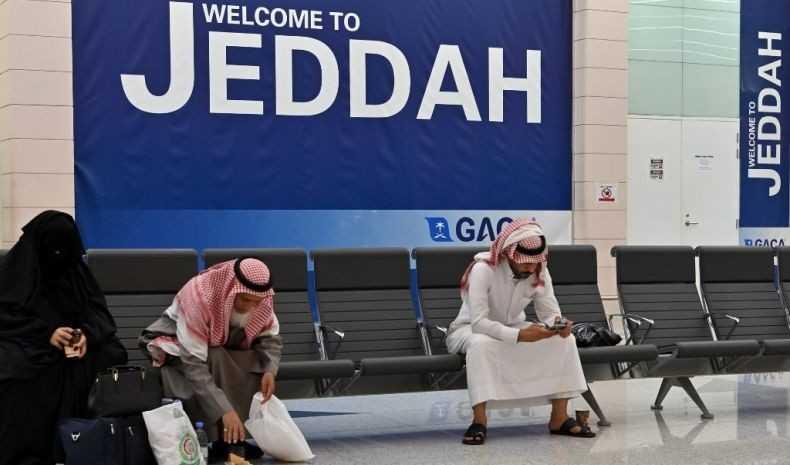 Saudi Perpanjang Visa Ekspatriat yang Terjebak Pembatasan Covid