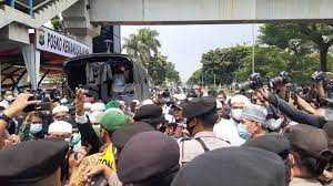 Polisi Tangkap 200 Simpatisan HRS di Seputaran PN Jaktim, Ada Diantaranya Membawa Sajam