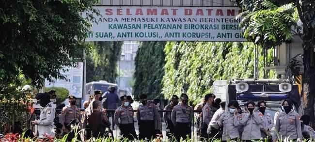 Jelang Putusan Sidang HRS, Kepolisian Tutup Jalan Menuju PN Jaktim