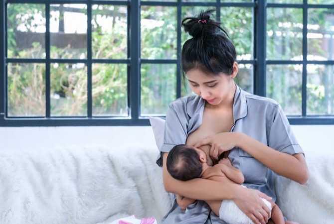 Perhatian! Ibu Terpapar Covid-19 Boleh Menyusui Bayi Asal...