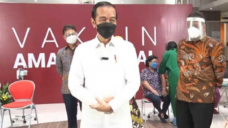 Sambangi Vaksinasi di RSUI, Jokowi: Semoga Target Tercapai